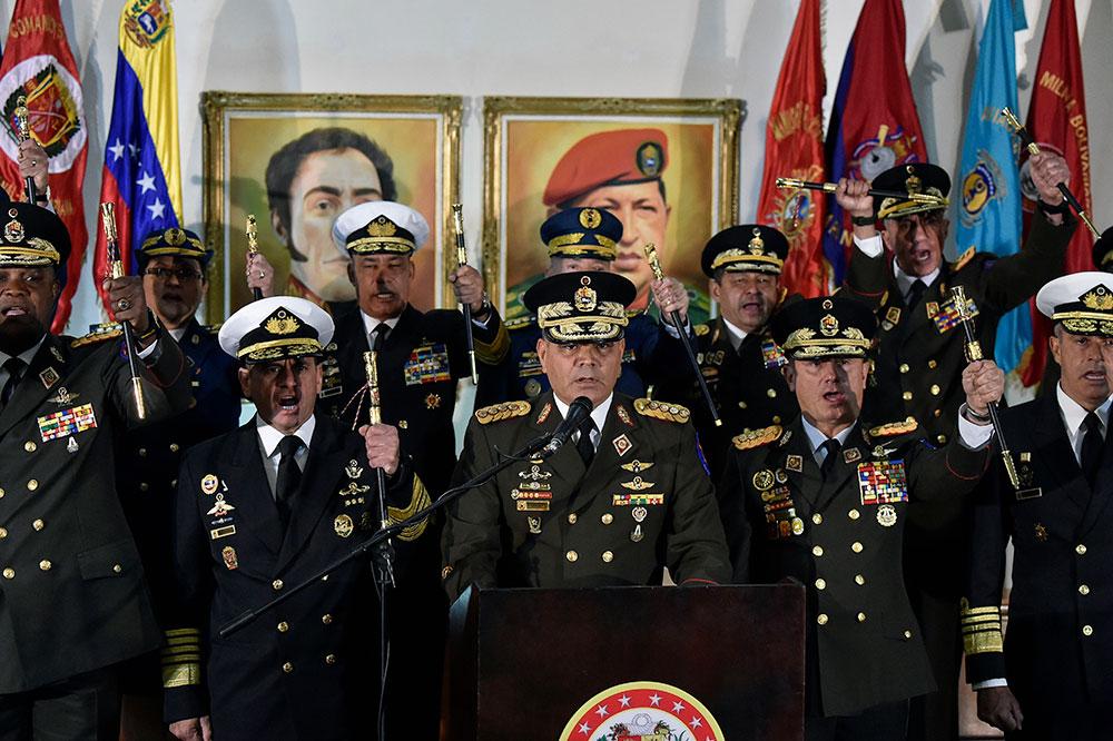 Venezuela : l'armée appuie Maduro face au soutien international à Guaido