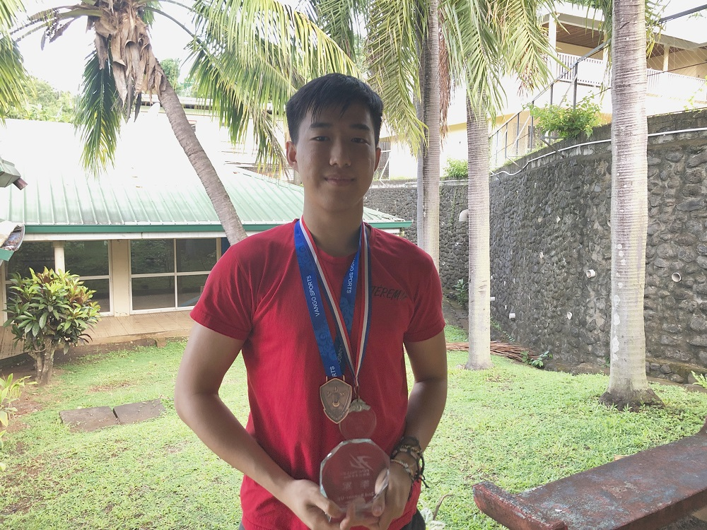 """Jérémie Shan Sei Fan a disputé plusieurs tournois en Chine au cours des derniers mois pour s'aguerrir et gagner en expérience. """"Bien-sûr, je n'ai pas toujours eu de super résultats, mais chaque défaite est une leçon que j'apprends. Je pense que j'ai énormément progressé"""", confie le jeune homme."""