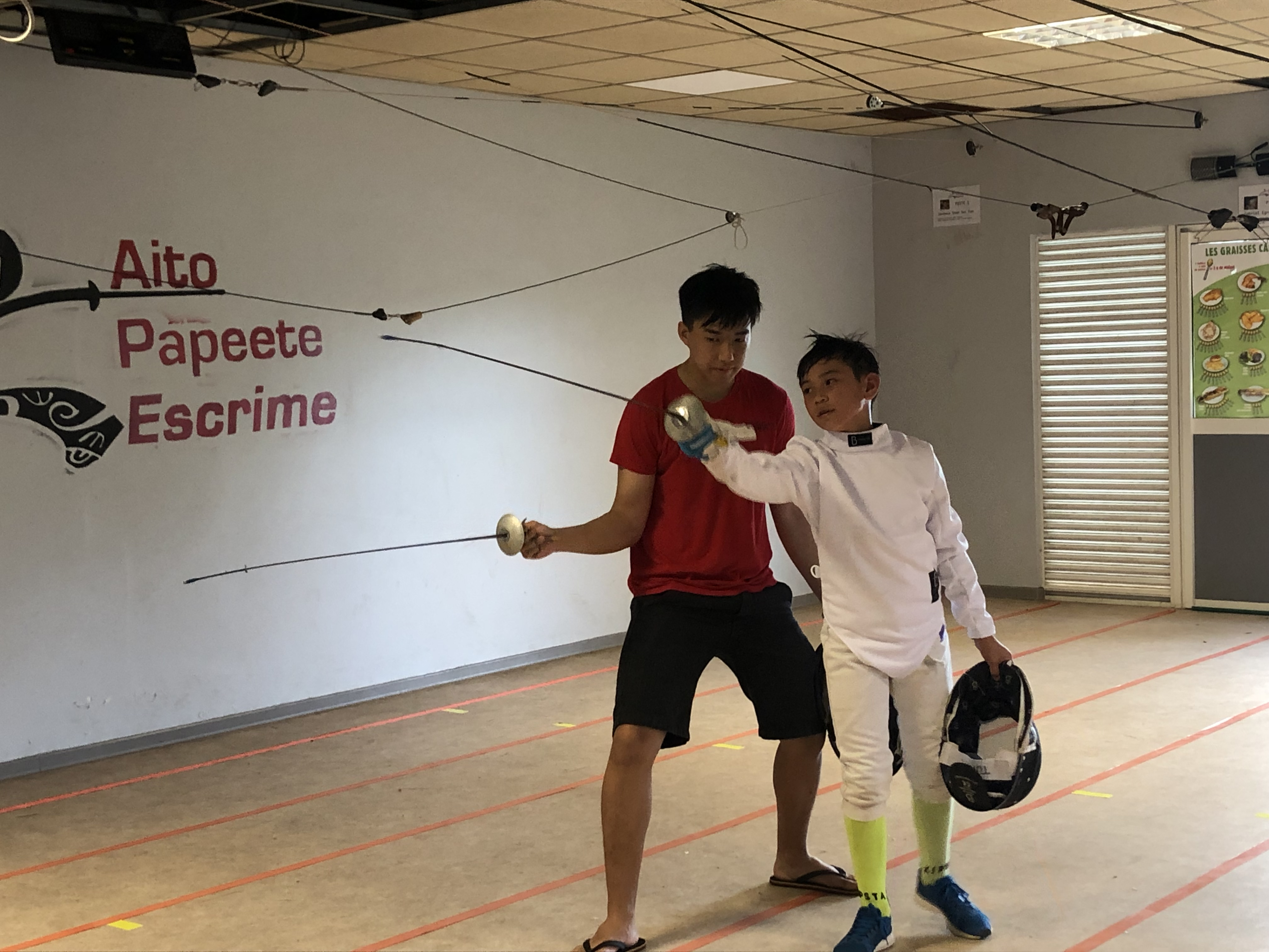 En attendant de poser ses valises très prochainement du côté de Paris, Jérémie continue de s'entraîner au sein de son club à Papeete, où il donne des conseils aux plus jeunes.