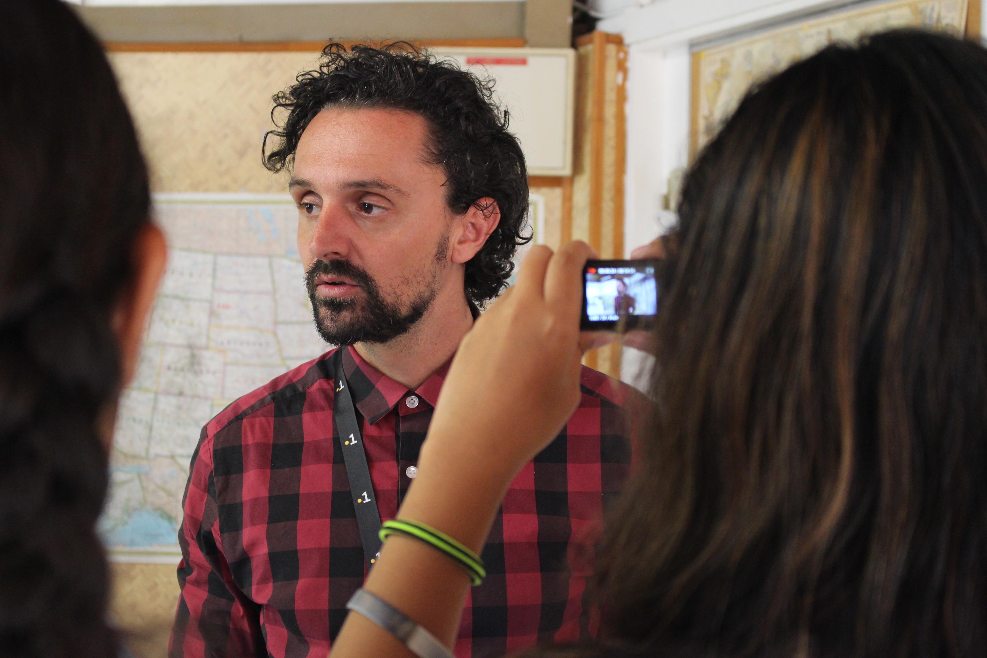 Nyko PK16, interviewé par des scolaires lors de son atelier.