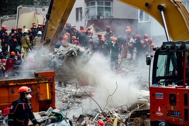 Effondrement d'un immeuble à Istanbul: le bilan grimpe à 10 morts