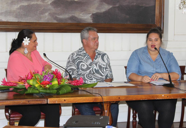 Les ministres Nicole Bouteau, Heremoana Maamaatuaiahutapu et la marraine du concours, Yepo.