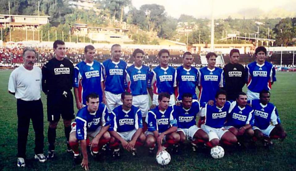 Eddy Etaeta  (cinquième à partir de droite) a même joué avec Zidane