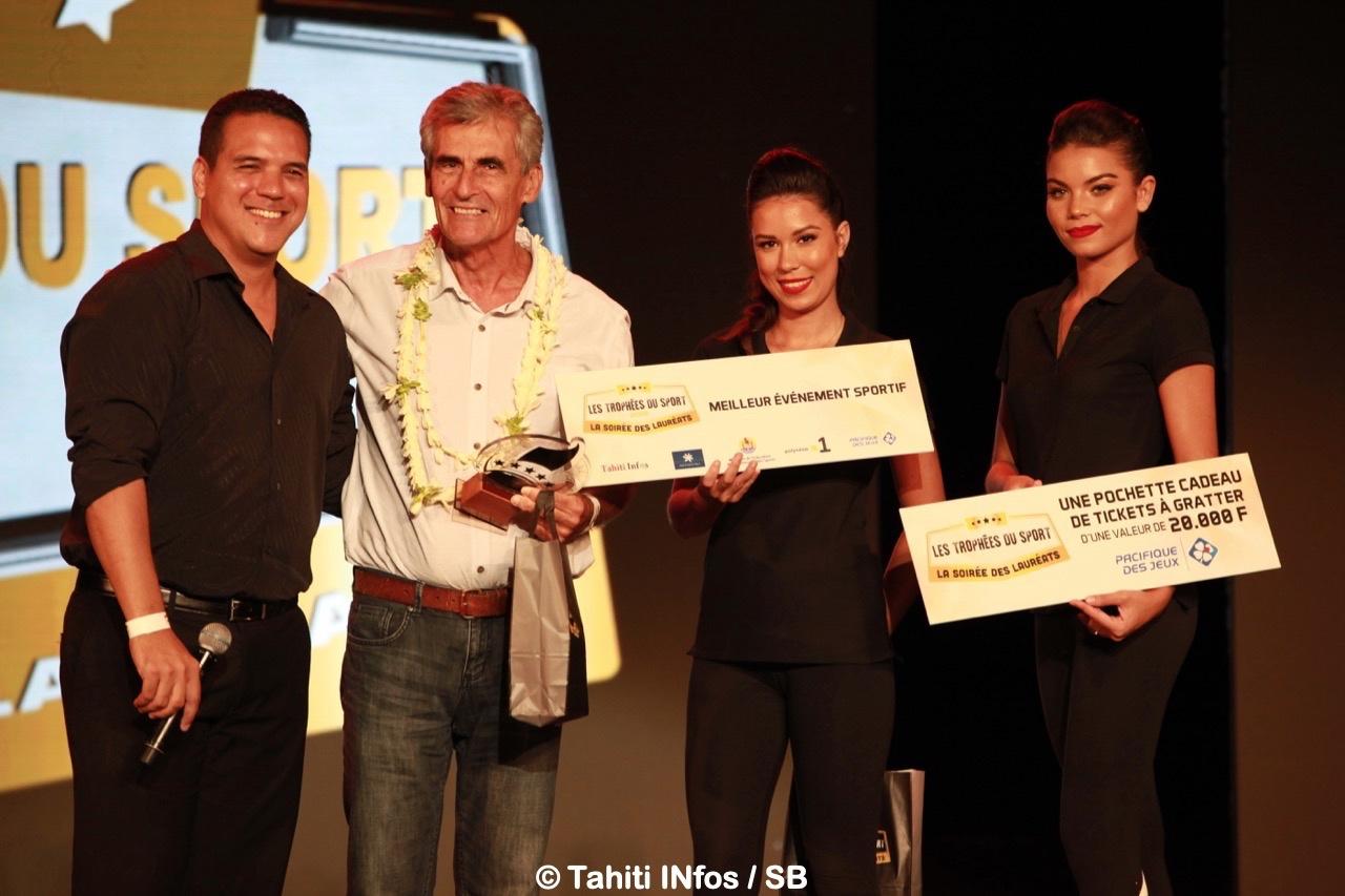 Jean Chicou a reçu le prix du Best Event, remis par Ariitea Bernardino représentant le Pays