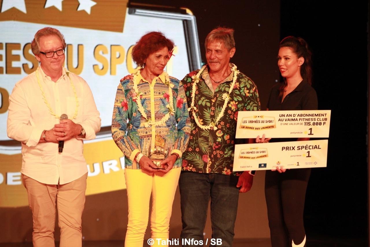 Charley Maitere et Brigitte Langomazino ont reçu le Prix Spécial Polynésie la 1e des mains de Gérald Prufer, directeur régional de la chaine