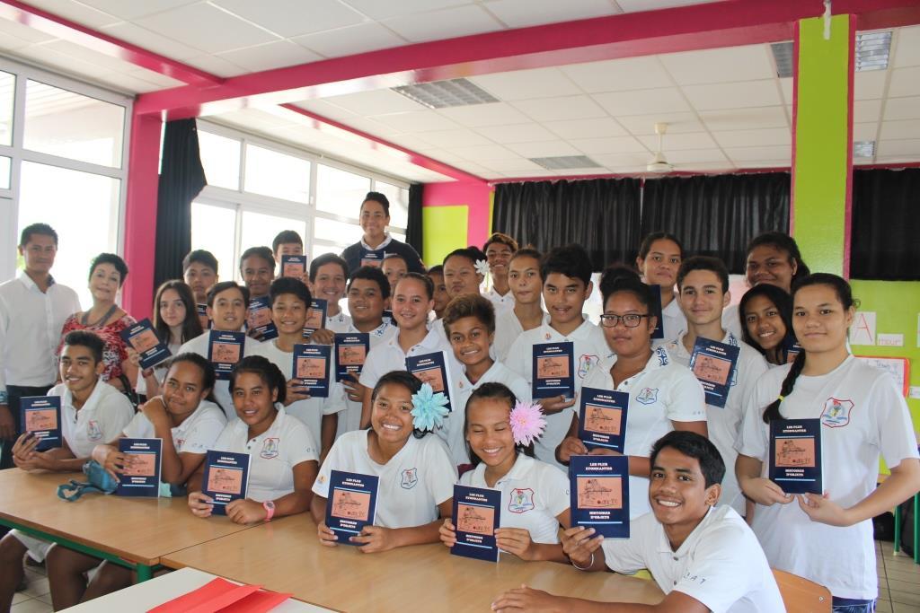 Des élèves du collège de Tiarama signent un recueil de nouvelles