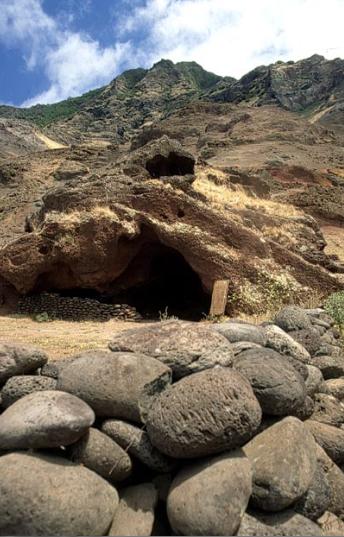 Depuis 1998, un riche Américain creuse autour de cette grotte pour y retrouver le trésor de l'Espagnol Juan Esteban Ubilla y Echeverría ; mais en vain…