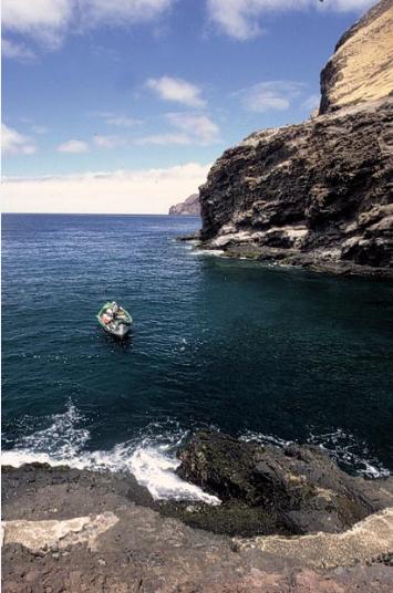 Où est caché l'or de Juan Esteban Ubilla y Echeverría et, accessoirement, celui de Lord Anson ? Les pêcheurs locaux préfèrent gagner leur vie en pêchant les langoustes de leur île plutôt qu'en s'épuisant à chercher en vain des lingots !