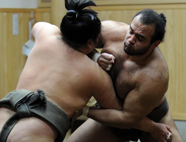 Japon: les lutteurs de sumo priés de se raser de près