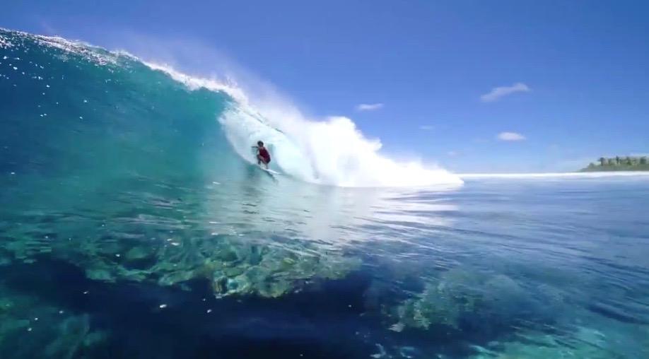 Avatoru, une vague de récif creuse et rapide