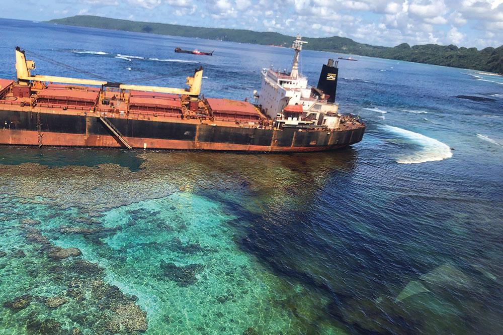Marée noire aux Salomon: le propriétaire du bateau présente ses excuses