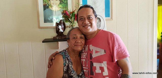 Teura et un de ses enfants, Martial.