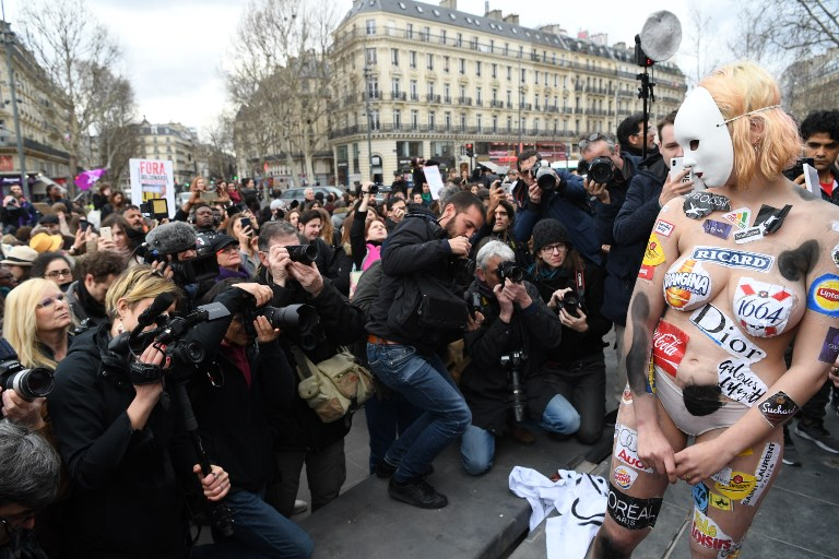 8 mars: des milliers de manifestants en France pour les droits des femmes