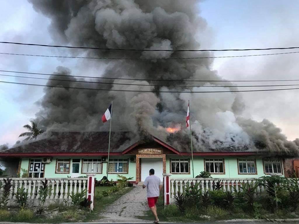 La mairie de Huahine partie en fumée