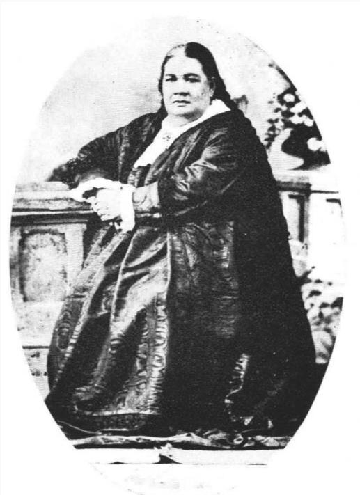 Ariiraimai (1821-1897) épousa Alexandre Salmon ; les mariages mixtes Popa'a-Tahitiens étaient alors interdits, mais le couple fit lever le tabu.