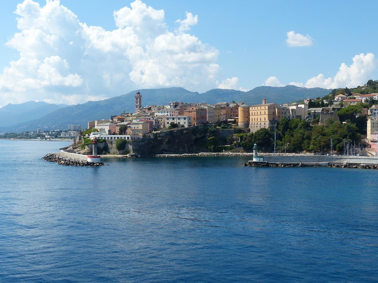 Deux tentatives d'attentats en Corse à trois jours de la visite d'Emmanuel Macron
