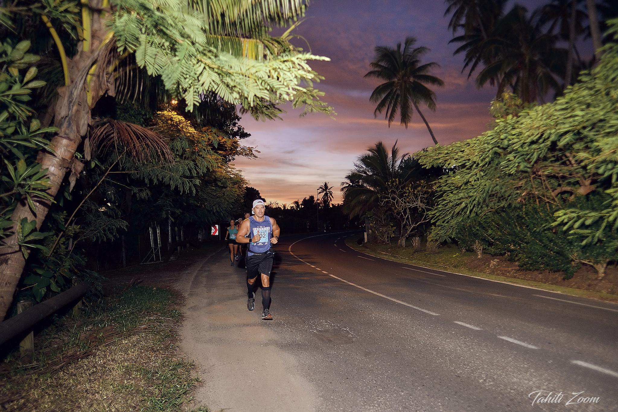 Un décor féerique pour les participants qui voient le jour se lever © Tahiti Zoom/Moorea Events