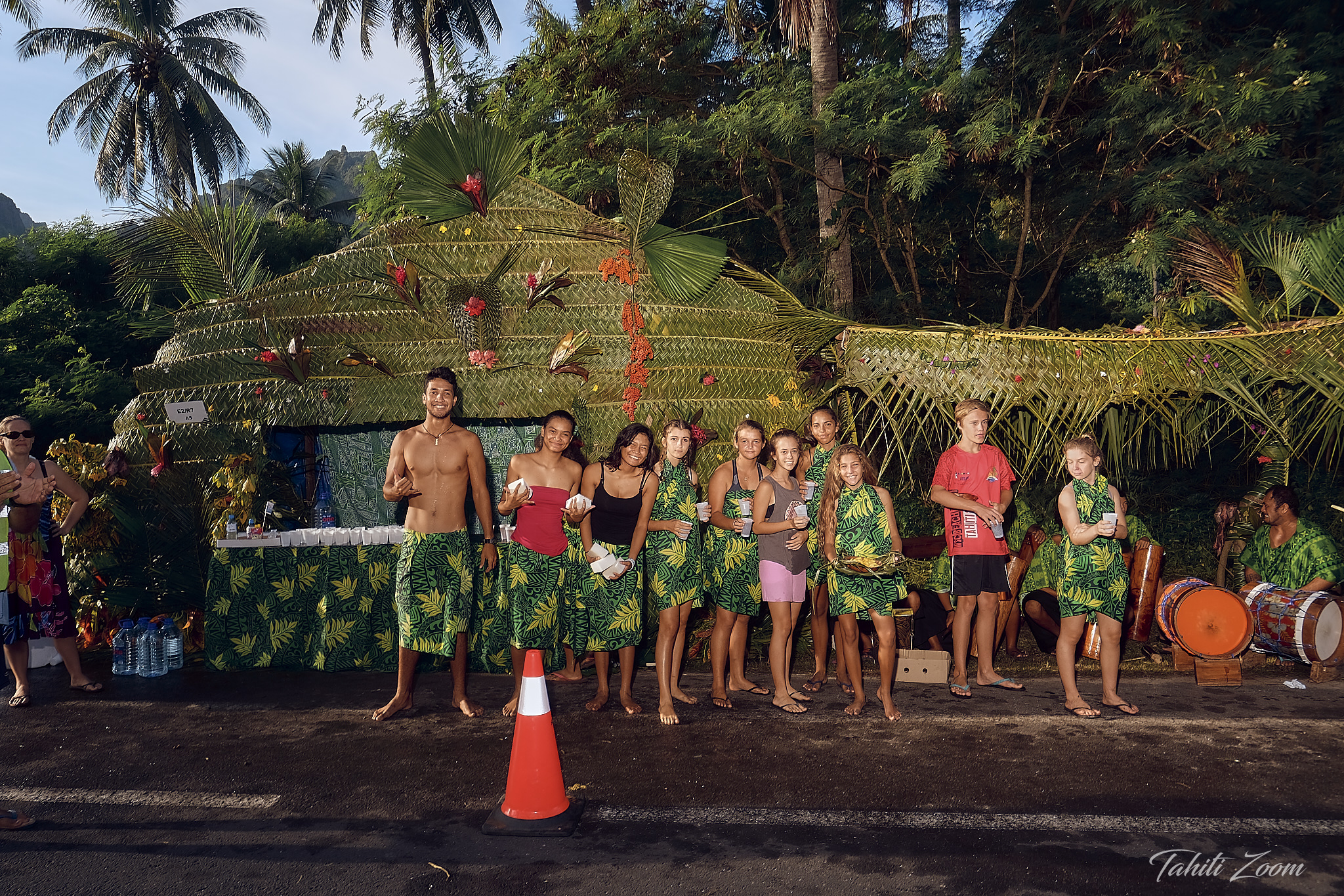 Le tressage était le thème de cette année sur les stands de ravitaillement © Tahiti Zoom/Moorea Events