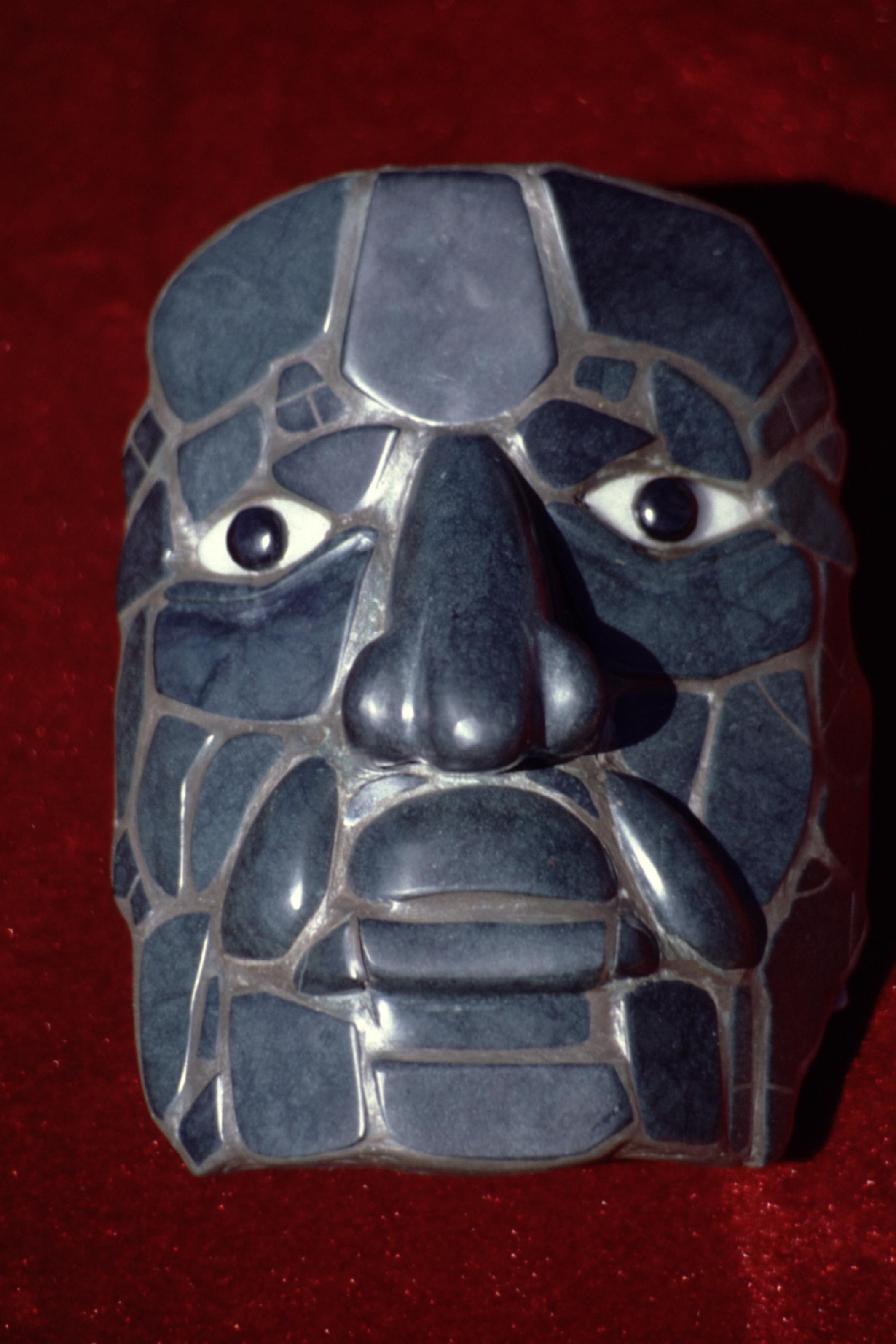 Réplique d'un ancien masque mortuaire représentant le dieu Calakmul.