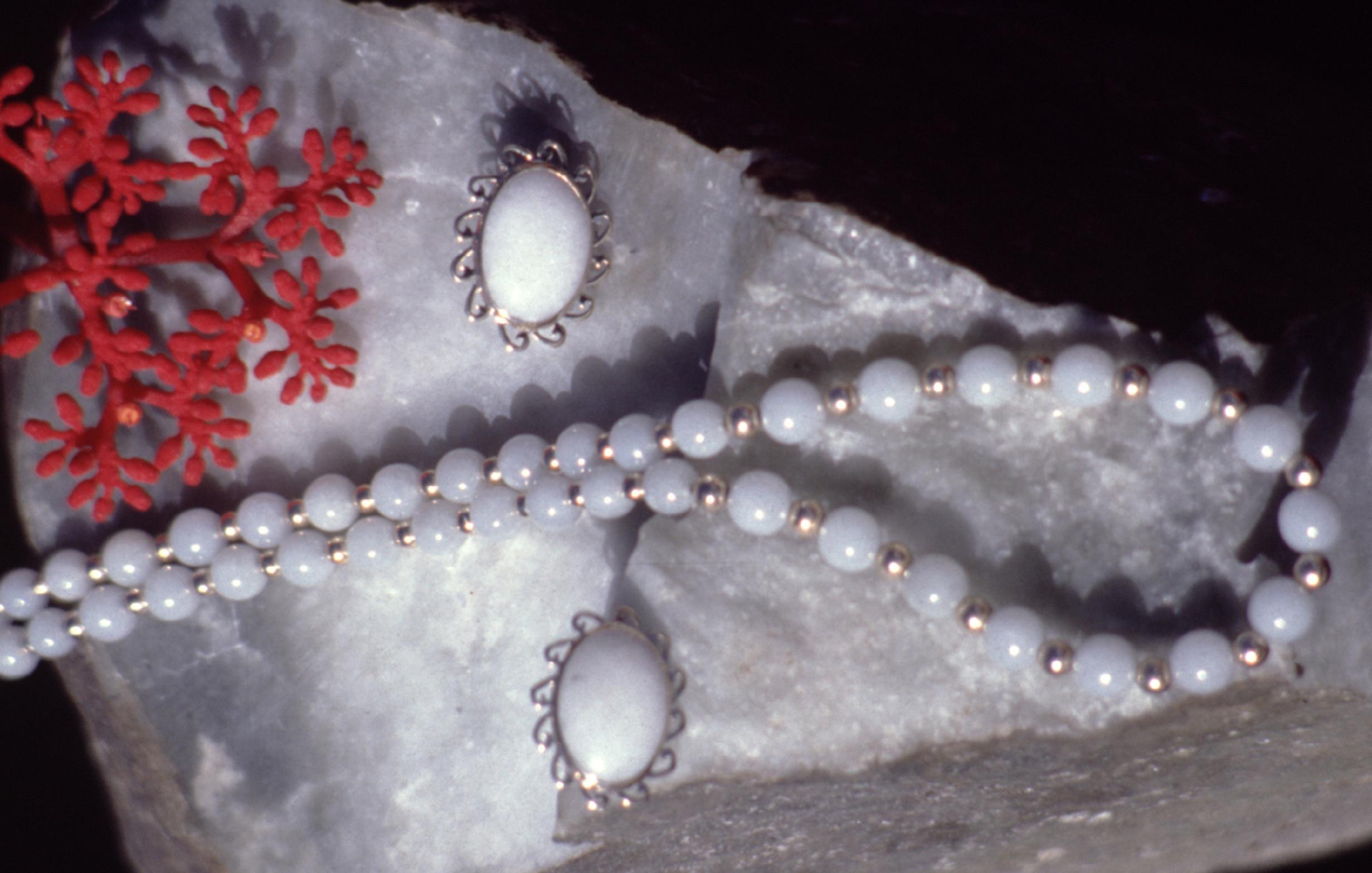 Bijoux en jade de lune (blanc).