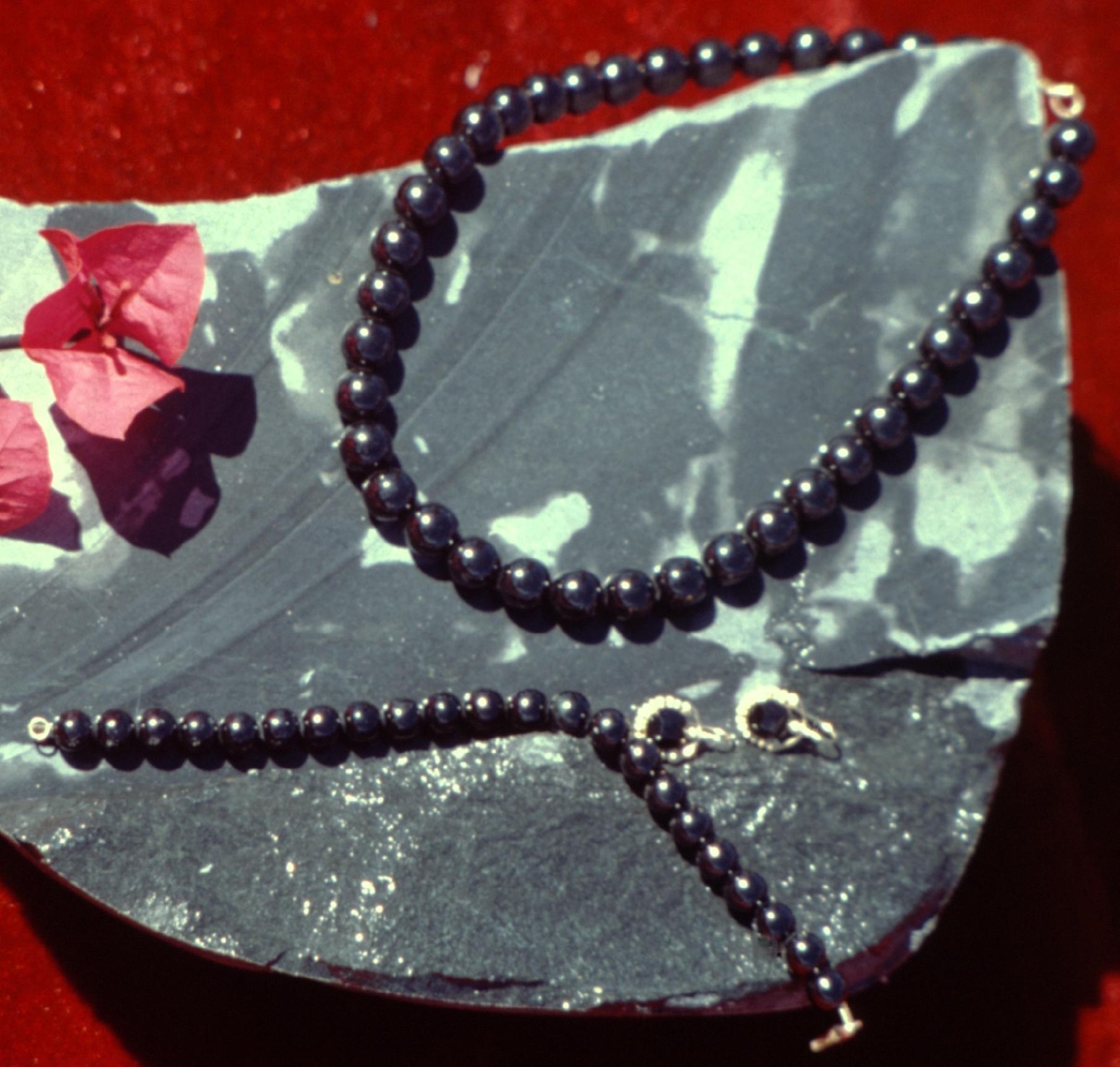 Bijoux en jade noir.