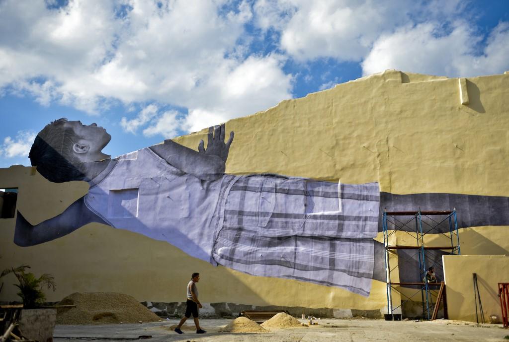 La Havane épiée par un enfant géant, nouveau fait d'armes de l'artiste JR