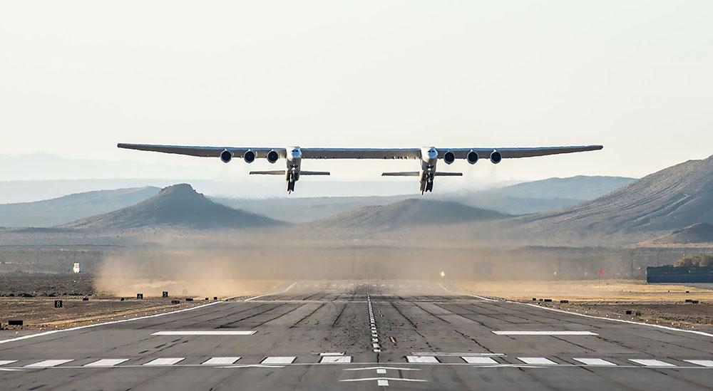 Premier vol aux Etats-Unis du Stratolaunch, le plus grand avion du monde