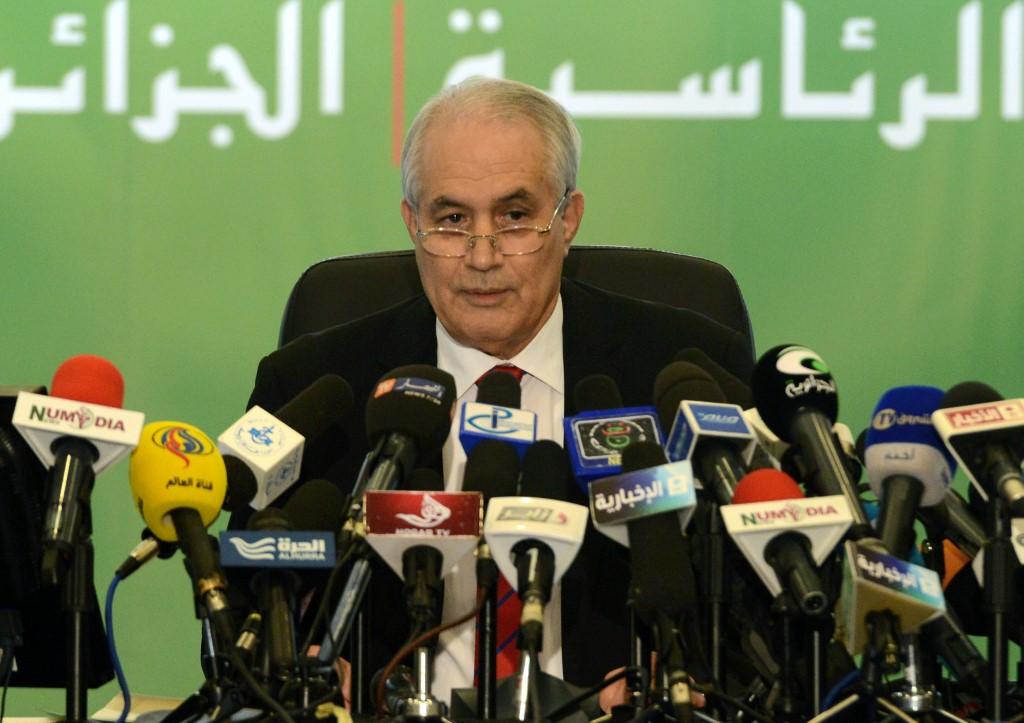 Algérie: démission d'une des principales figures visées par la constestation