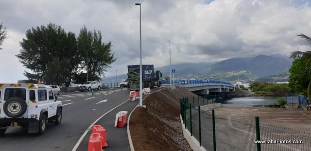 La sortie des véhicules de Motu Uta se fera désormais sur le nouveau pont.