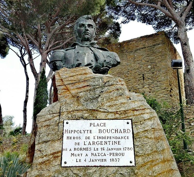 A Bormes-les-Mimosas, une stèle rappelle l'enfant du pays, modeste pêcheur dans sa jeunesse, devenu héros national en Argentine et au Pérou. On commémore son souvenir chaque 9 juillet.