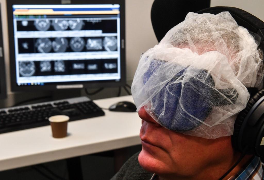Le CHU de Lille teste un masque d'hypnose pour relaxer les patients