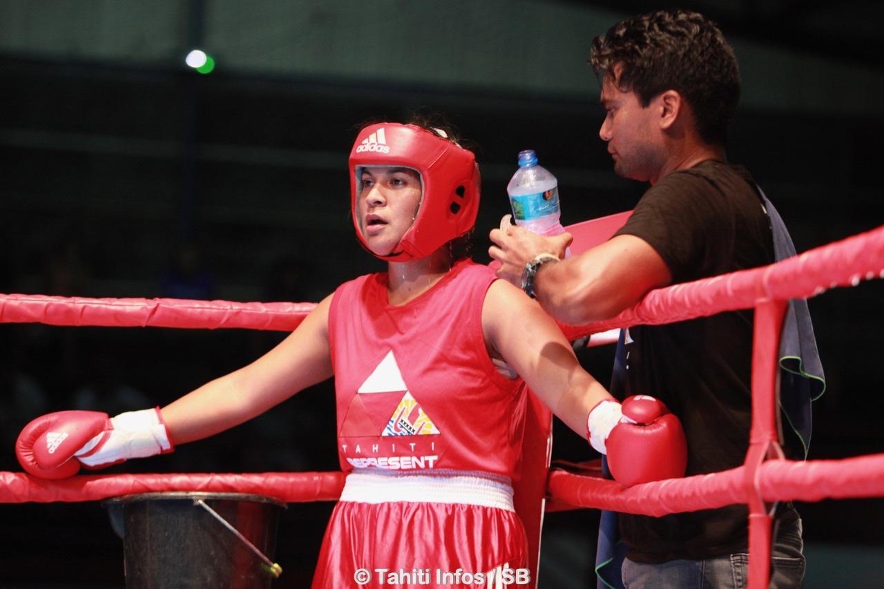 La boxe est une histoire de famille chez les Nena, ici Heiura coachée par Terupehe