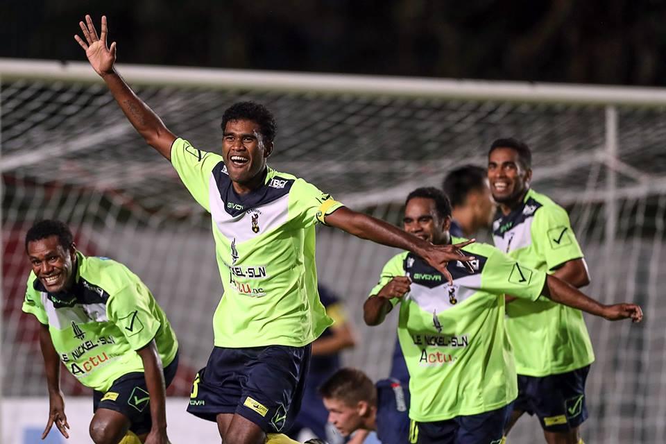 Victoire 2-1 des joueurs de  Magenta face àaux joueurs d'Auckland City, réduit à 10 en deuxième mi-temps © Shane Wenzlick / www.phototek.nz