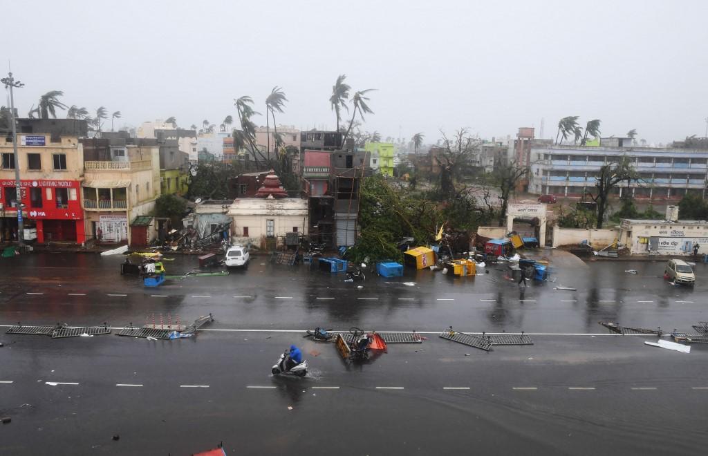 L'Inde et le Bangladesh frappés par un puissant cyclone, au moins trois morts