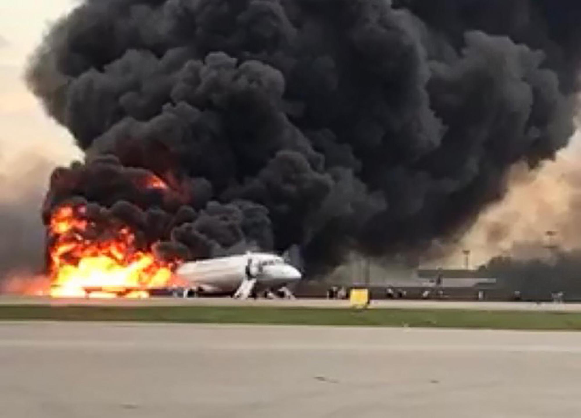 Accident d'avion à Moscou: les enquêteurs s'orientent vers une erreur de pilotage