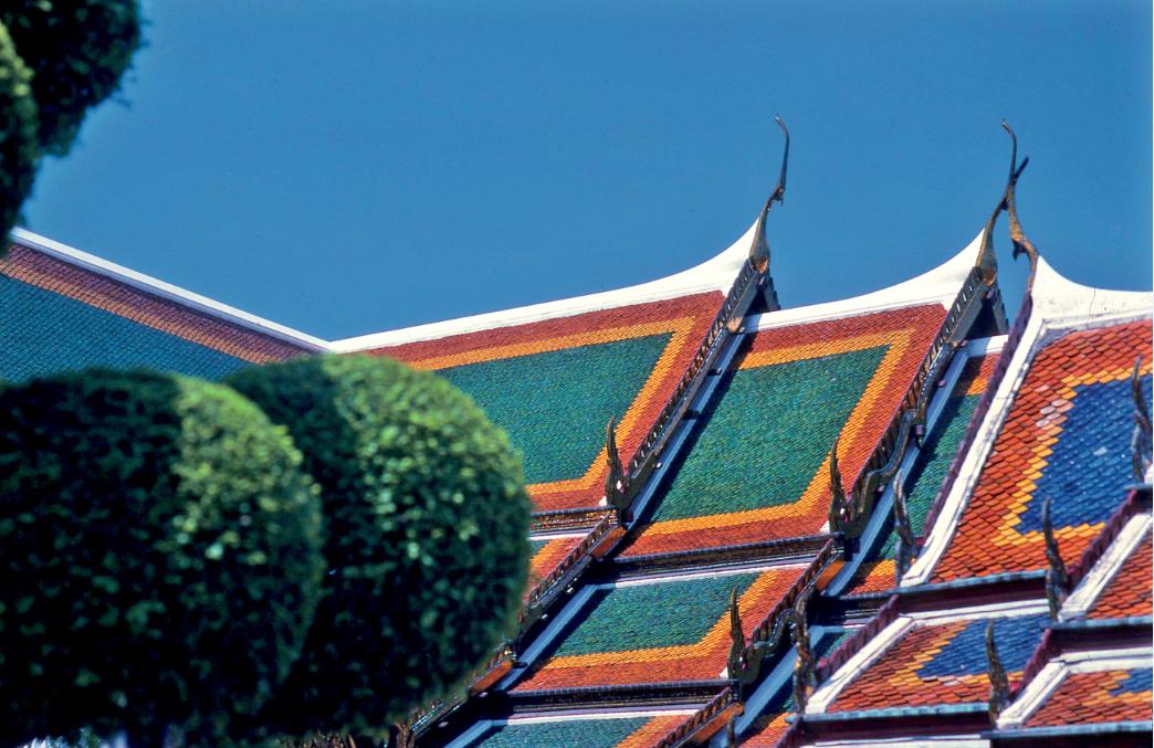 Jeux de couleur sur les toits du palais royal.