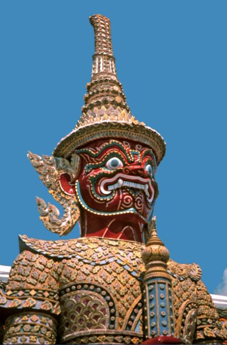 Un dvarapala est une divinité gardienne des temples et monastères bouddhiques et hindouistes. Il est souvent représenté sous la forme d'un démon, parfois armée d'une massue, d'une lance ou d'un trident. Son aspect est toujours farouche puisqu'il doit faire peur, au moins aux mauvais esprits.