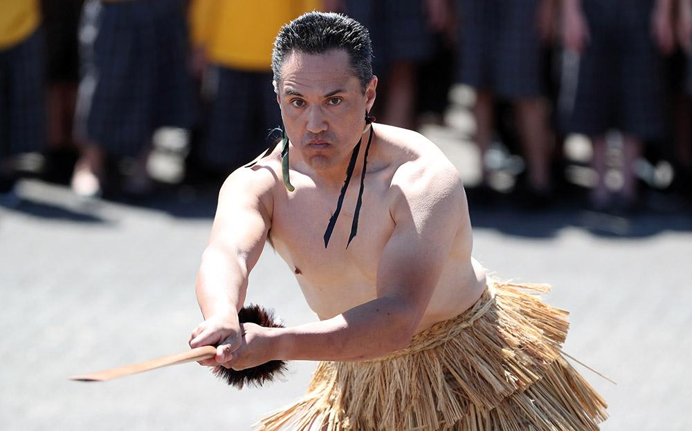 """A Paris, un chant traditionnel maori pour lancer """"l'appel de Christchurch"""" contre la violence en ligne"""