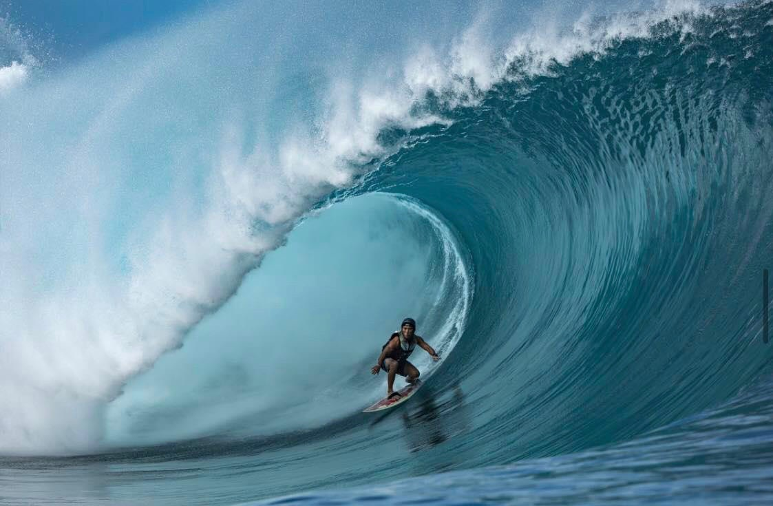 Ariihoe Tefaafana en surf tracté © Ben Thouard