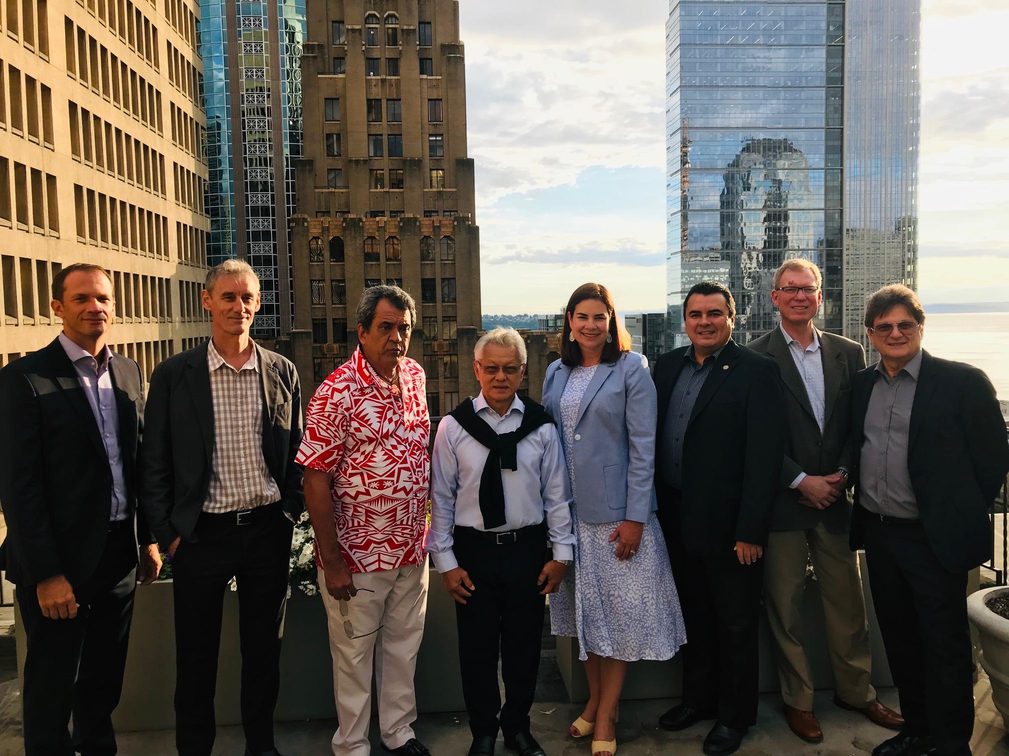 Les autorités du pays et les dirigeants d'ATN ont eu une première prise de contact avec Christy Reese, vice-présidente de Boeing, en charge des ventes et du marketing pour la Asie-Pacifque, ainsi qu'avec David Scott et Ron Kent, de la direction commerciale de la société américaine.