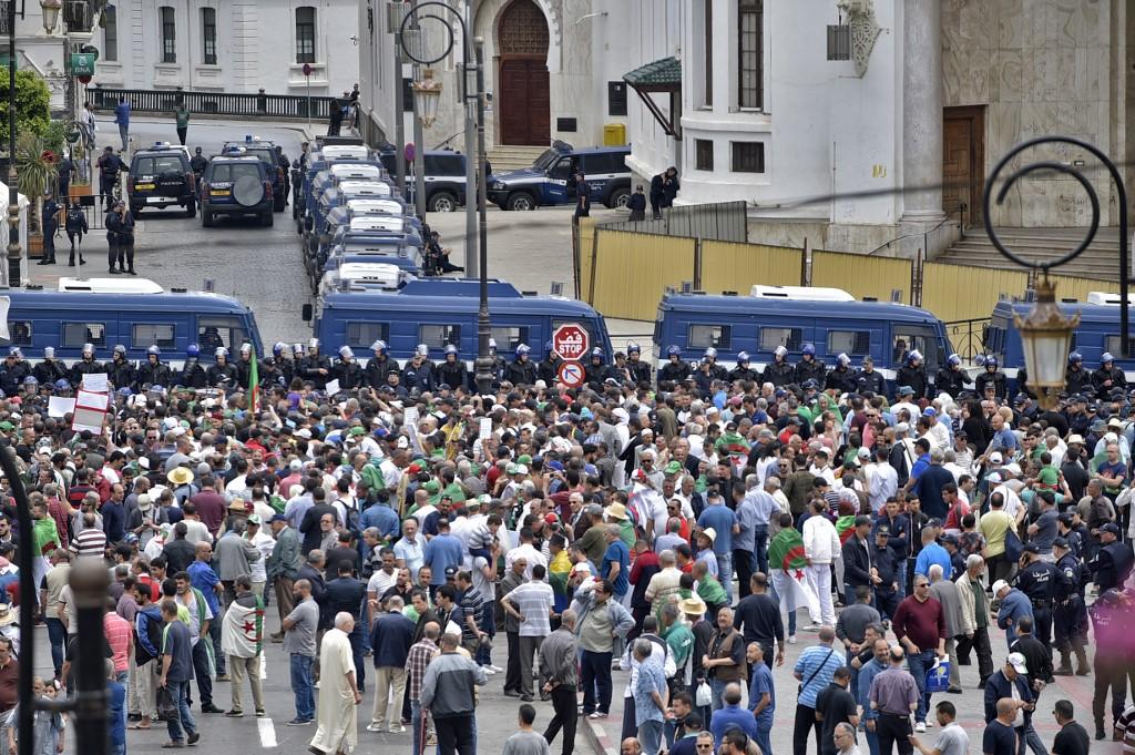 Alger bouclé pour le 14e vendredi de manifestations, nombreuses arrestations