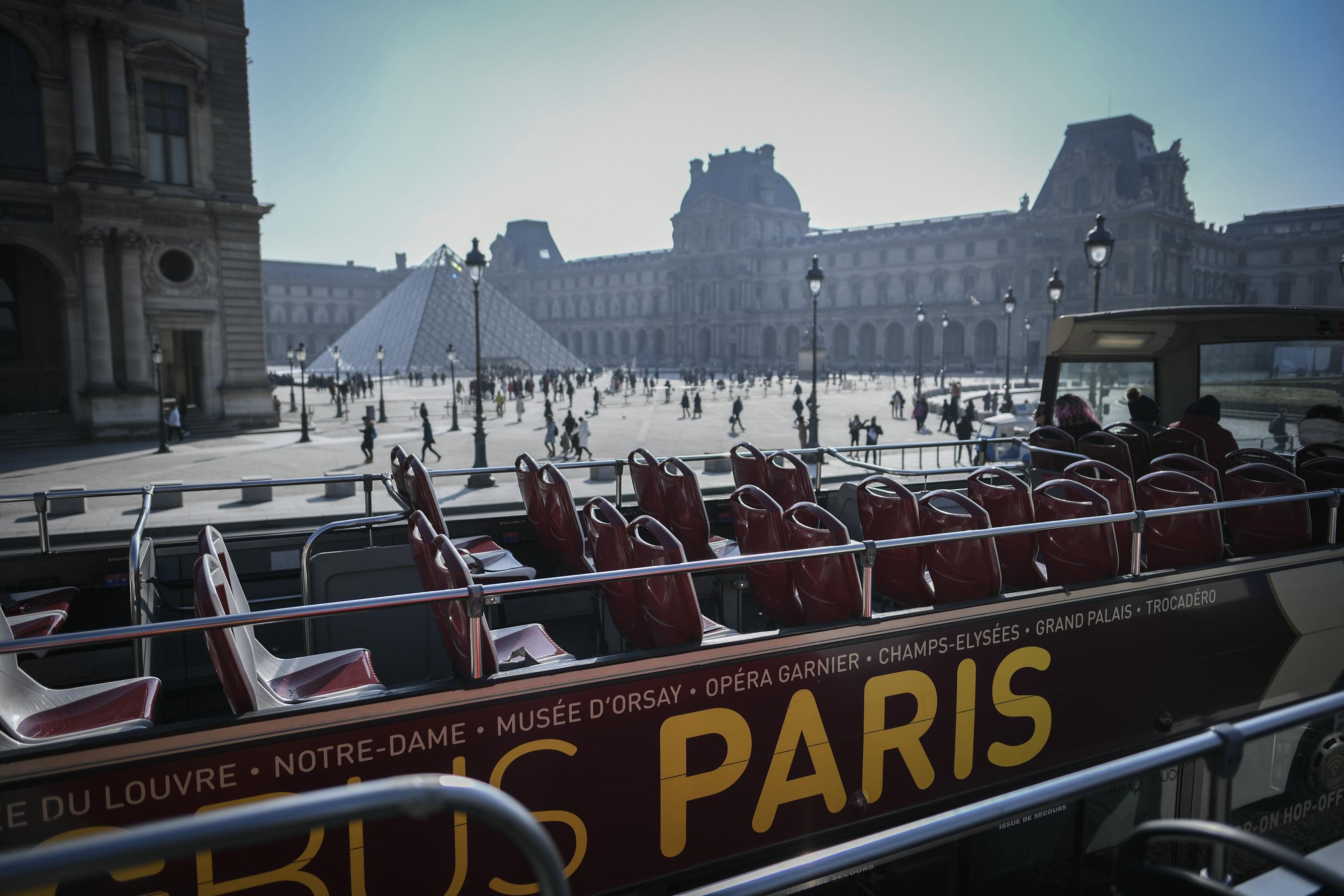 Un chauffeur de bus touristique écroué pour le meurtre d'un automobiliste à Paris