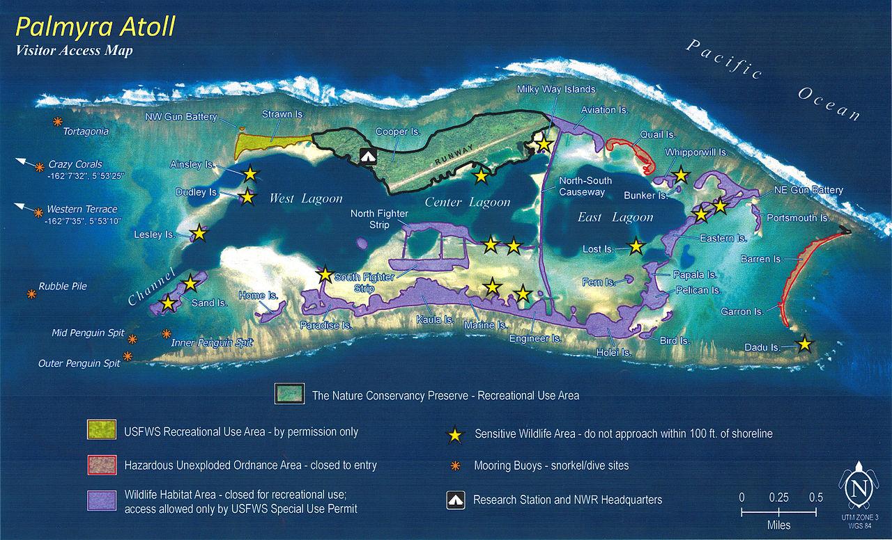 Cette carte de l'atoll de Palmyra montre son lagon coupé en deux par une barrière de corail. Les infrastructures se trouvent toutes au nord, sur Cooper Island.