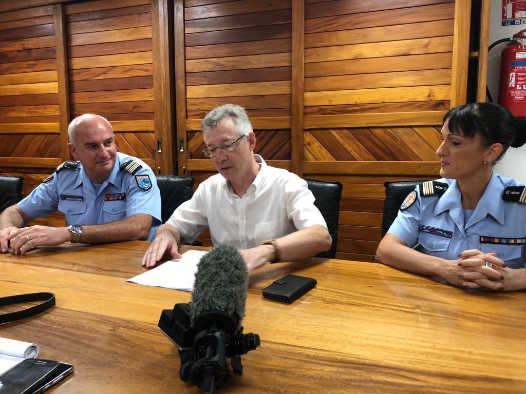 Le colonel Frédéric Boudier, commandant de la gendarmerie en Polynésie française, le procureur de la République, Hervé Leroy et le lieutenant-colonel Christelle Tarrolle, n°2 de la SR.
