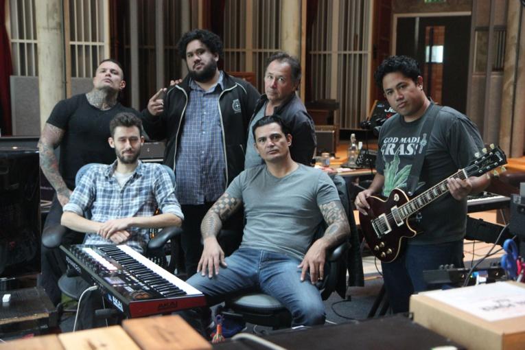 Les Tikahiri lors de leur séjour au Real World Studio de Peter Gabriel. (Photo : Tikahiri)