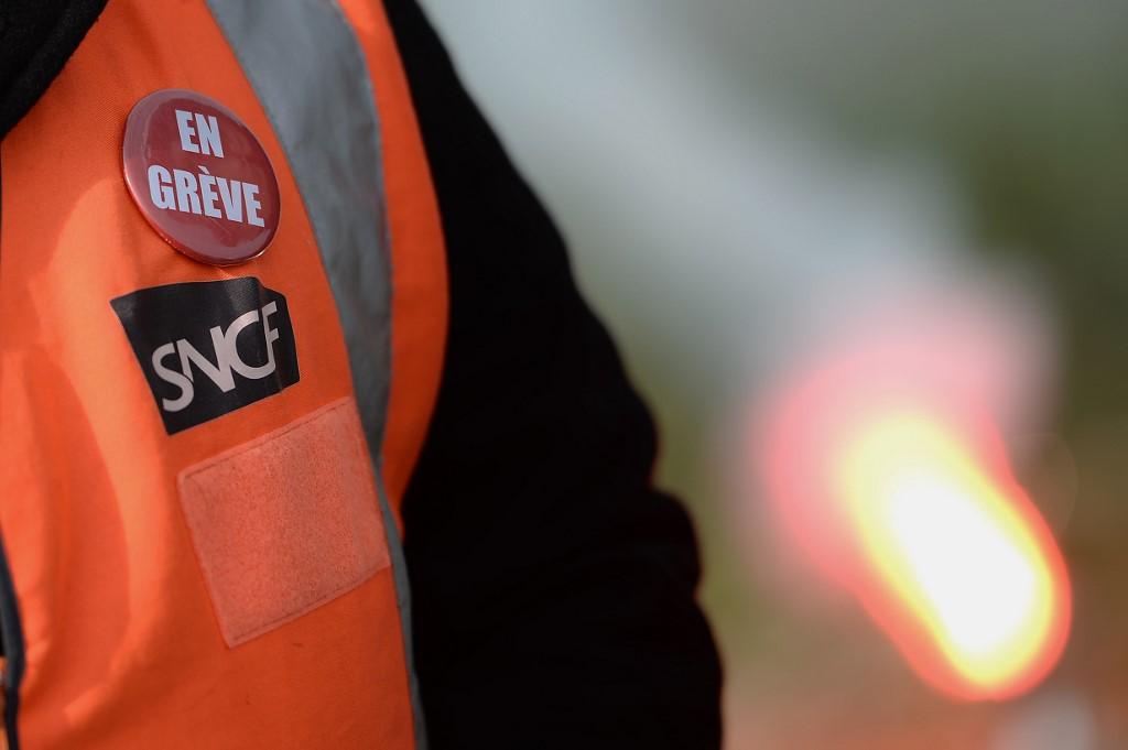 """Les cheminots dans la rue contre une réforme """"rouleau compresseur"""""""