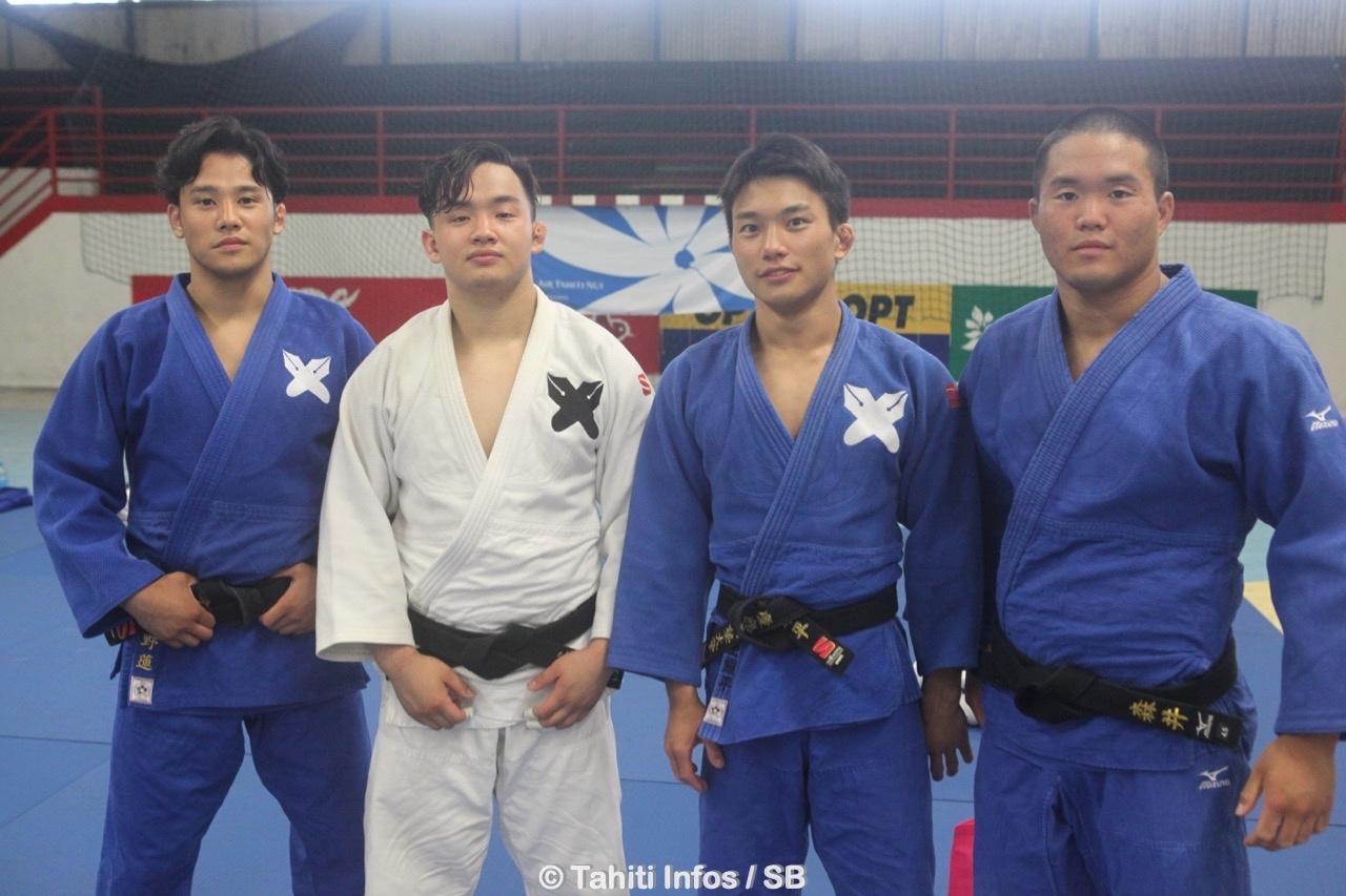 Des Japonais issus de l'université de Keio étaient présents