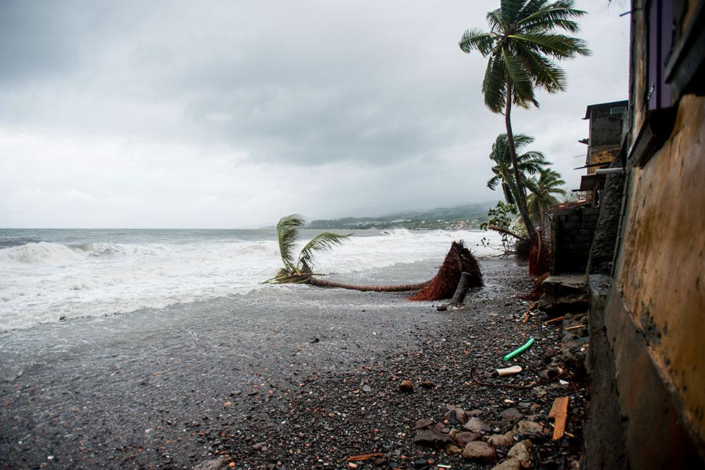 """Outre-mer: Girardin veut améliorer la gestion des zones des """"50 pas géométriques"""""""