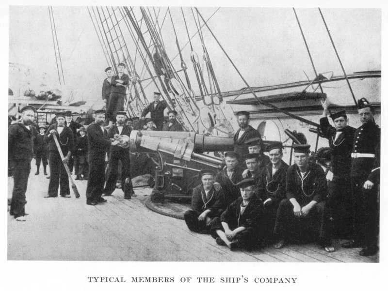 L'équipage de la HMS Calliope qui eut la vie sauve grâce au sang-froid de son capitaine.