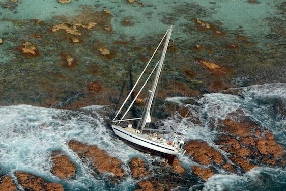 Un skipper de 83 ans et sa petite-fille secourus à Mopelia